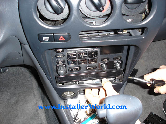 93GPR3 93 97 geo prizm radio removal 97 geo metro radio wiring diagram at bakdesigns.co